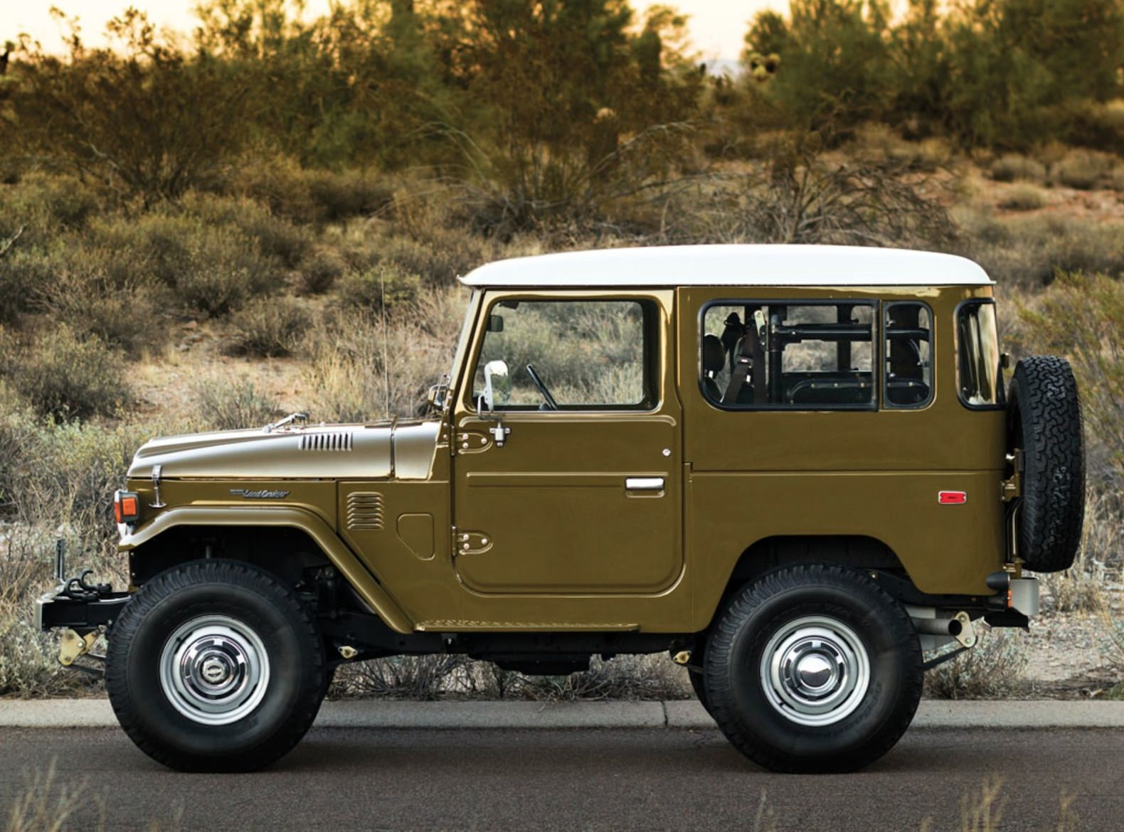 1977-Toyota-FJ40-Land-Cruiser-Side.jpg